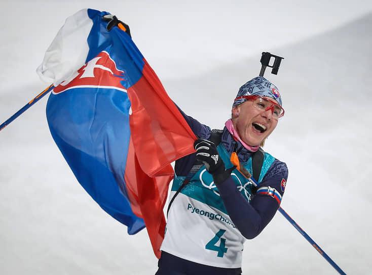 <b>Анастасия Кузьмина, биатлонистка</b> <br>С 2008 года начала выступать под флагом Словакии. В составе сборной России участвовала в этапах кубка мира с 2005 по 2007 год. Лучший результат в составе национальной команды — 13 место в индивидуальной гонке сезона 2006/2007 года. Выступая за Словакию, трижды завоевала олимпийское золото и серебро, на олимпиадах в Ванкувере (2010), Сочи (2014) и Пхёнчхане (2018). Кроме того, многократно завоевывала золотые, серебряные и бронзовые медали на этапах Кубка мира. На чемпионатах мира заняла второе место в масс-старте 2009 года в Пхёнчхане, третье в спринте в Ханты-Мансийске в 2011 году и первое в Эстерсунде в 2019 году