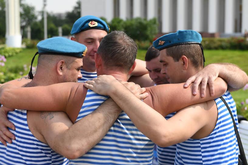 Встреча у фонтана «Дружба народов» на ВДНХ