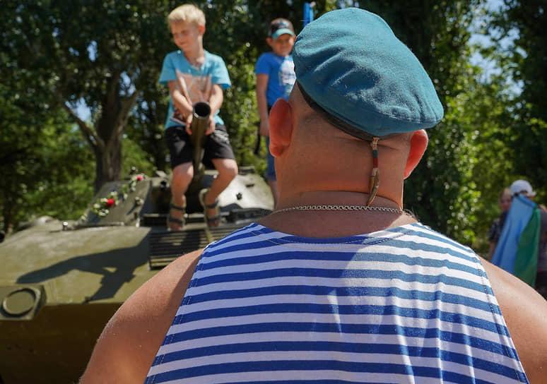 Празднование Дня ВДВ в парке Гагарина в Волгограде
