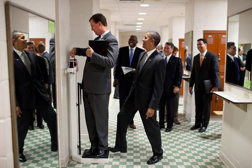 «Будущее награждает тех, кто стоит на своем. У меня нет времени жалеть себя. Нет времени жаловаться. Я буду стоять на своем» <br>Одной из самых значительных реформ внутри страны стала реформа здравоохранения, принятая в 2010 году и предполагающая всеобщее медицинское страхование. Она получила название Obamacare, а сам Барак Обама считает ее одной из наиболее важных достижений своего президентства