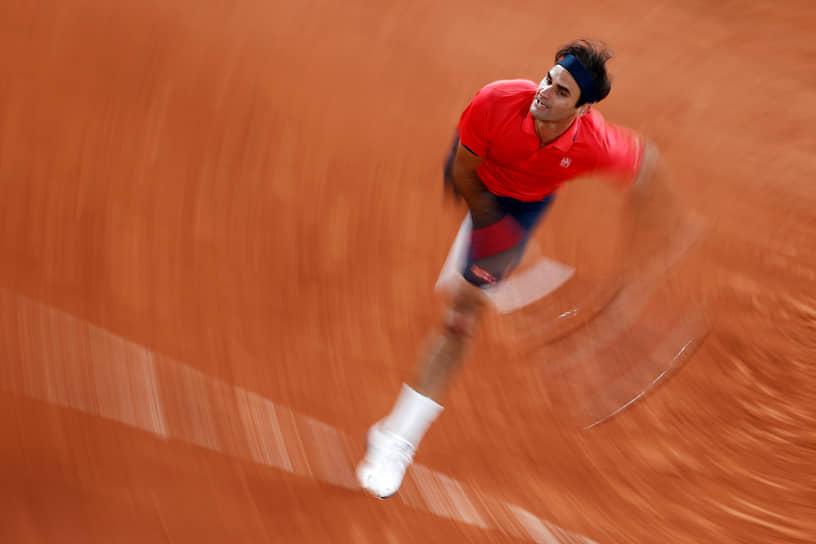 Федерер неоднократно избирался президентом Совета игроков ATP. Активно занимается благотворительностью, основал Фонд Роджера Федерера, оказывающий помощь школьникам африканских стран. Является послом доброй воли ЮНИСЕФ