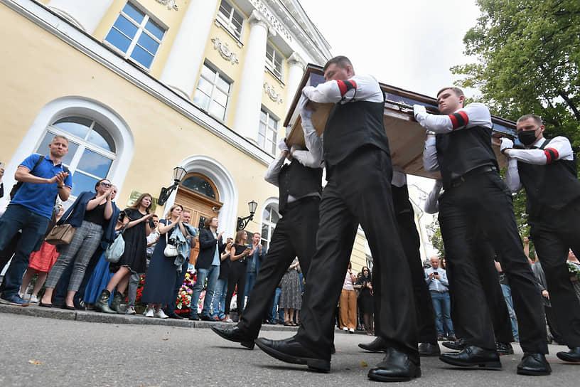 Москва, Россия. Церемония прощание с президентом факультета журналистики МГУ Ясеном Засурским