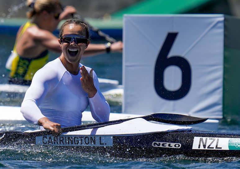 <b>Лиза Кэррингтон (гребля на байдарках и каноэ), 3 золота</b><br> В активе 32-летней байдарочницы из Новой Зеландии золотые медали в трех дисциплинах — гребля на байдарке-одиночке на дистанциях 200 и 500 м, на байдарке-двойке на дистанции 500 м. Золото на дистанции 200 м она брала и на двух предыдущих Олимпиадах — в Лондоне (2012) и Рио-де-Жанейро (2016)