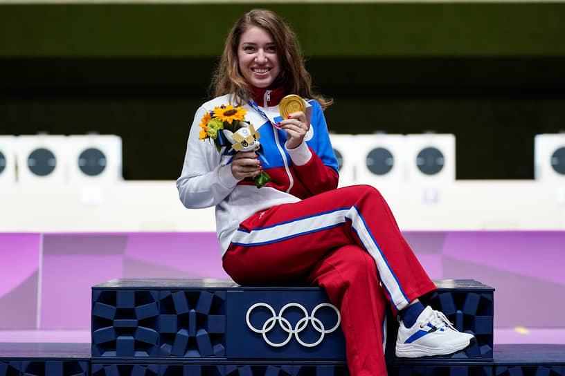 <b>Виталина Бацарашкина (пулевая стрельба), 2 золота + 1 серебро</b><br> 24-летняя россиянка завоевала для России первую медаль на играх в Токио. Она заняла первое место в индивидуальной стрельбе из пневматического пистолета на 10 м и второе место в миксте. Также в ее активе золото за стрельбу из скорострельного пистолета с 25 м