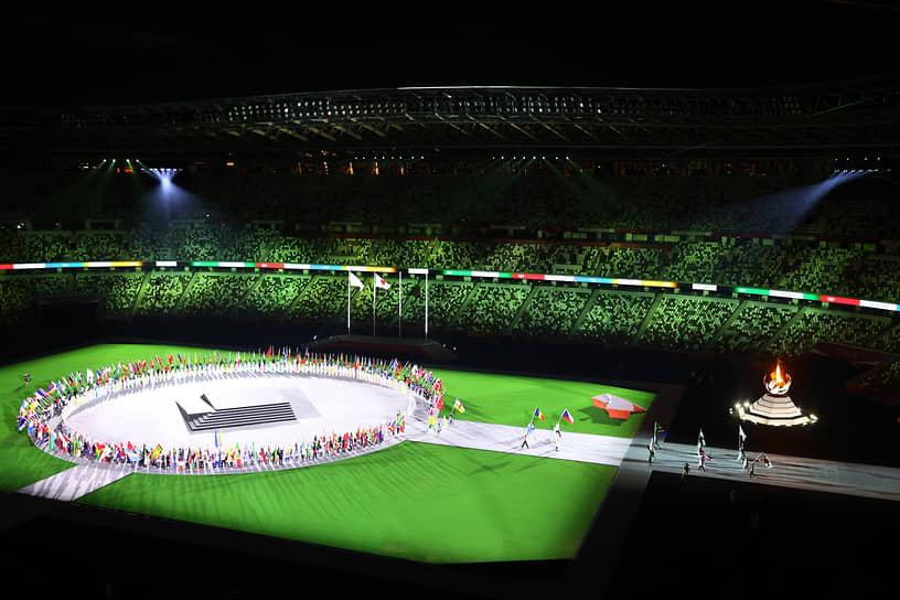 Знаменосцы с флагами стран-участниц