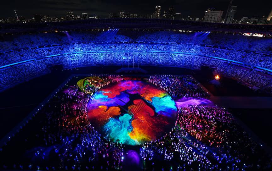 Олимпийский стадион во время церемонии закрытия