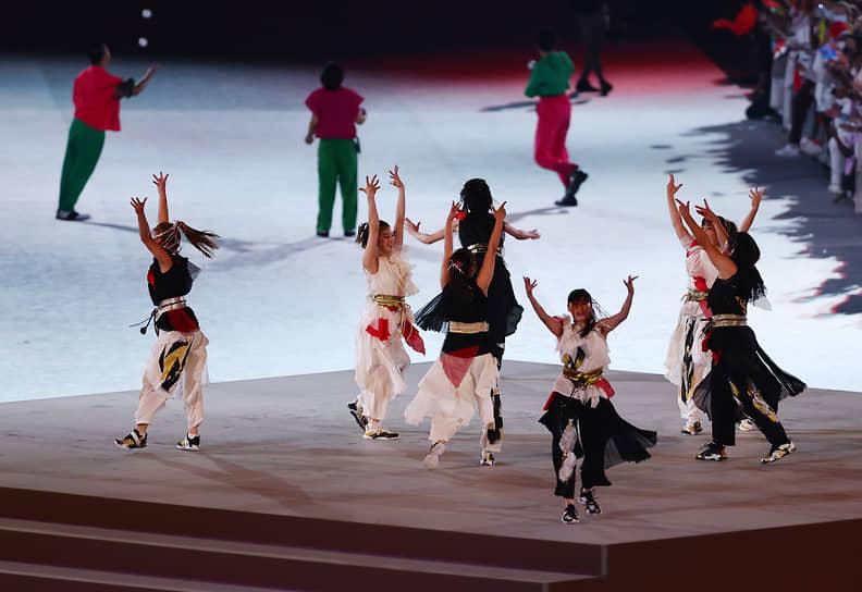 Выступление танцоров на церемонии закрытия
