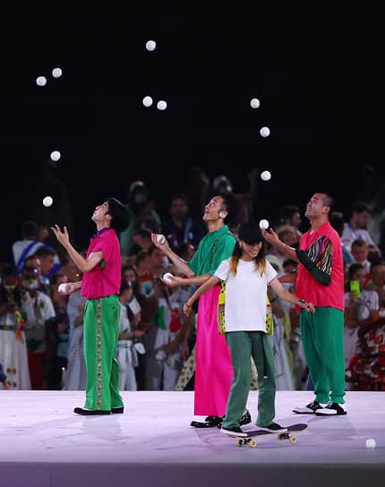 Выступление жонглеров на церемонии