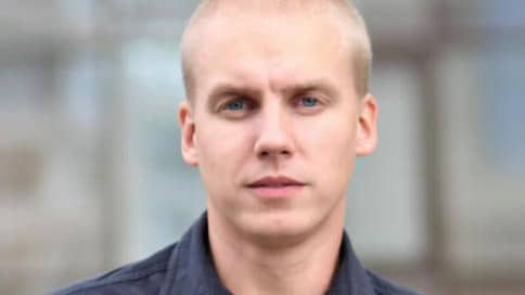 Депутат пострадал за лозунги // Кандидата от КПРФ сняли с выборов за участие в митинге в защиту Алексея Навального