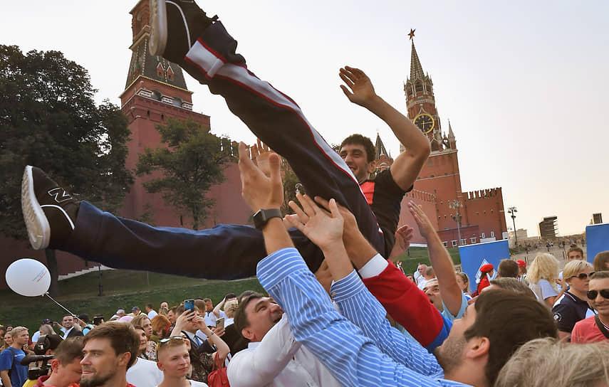 В центре Москвы организовали торжественную встречу сборной