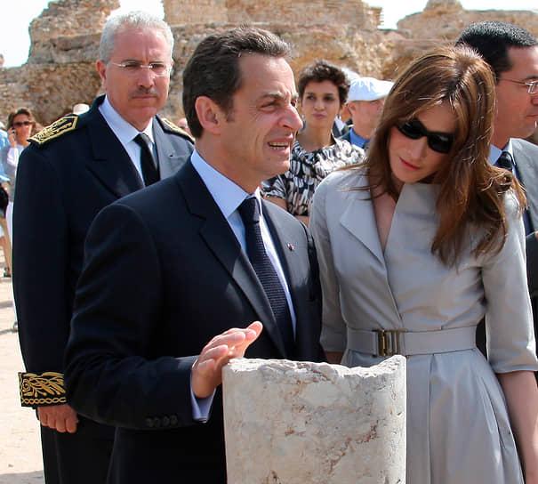 Президент Франции Никола Саркози и его жена Карла Бруни на археологических раскопках Карфагена в Тунисе, 2008 год