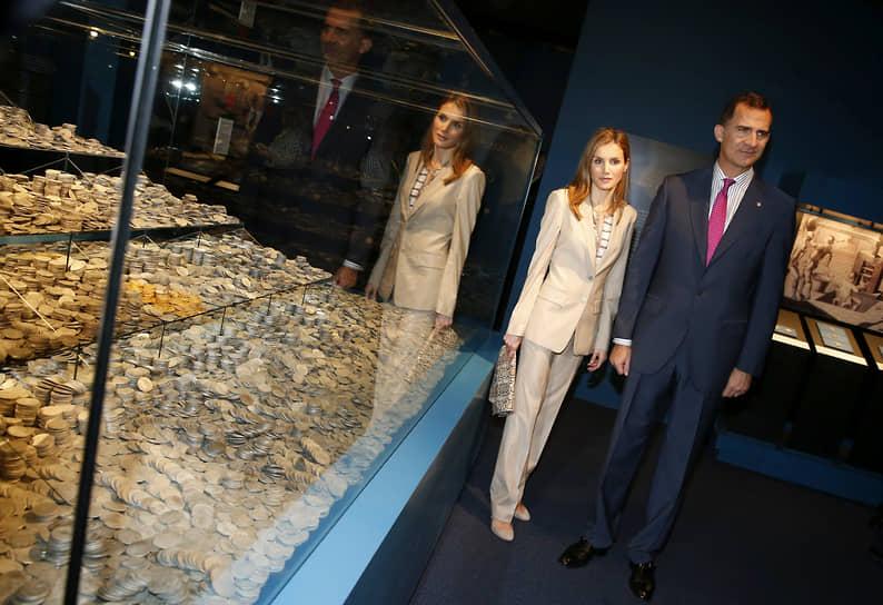 Наследный принц Испании Фелипе и принцесса Летиция посещают выставку в археологическом музее в Мадриде, 2014 год