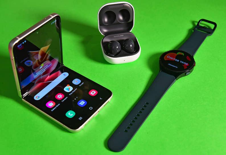 На презентации Samsung представила новый раскладной смартфон Galaxy Z Flip3, беспроводные наушники Galaxy Buds2, умные часы Galaxy Watch4 и другие устройства