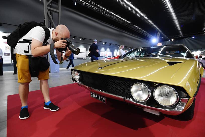 Lamborghini Espada, созданный в 1968 году, журналисты окрестили «роскошной гостиной, способной разгоняться до 250 км/ч»