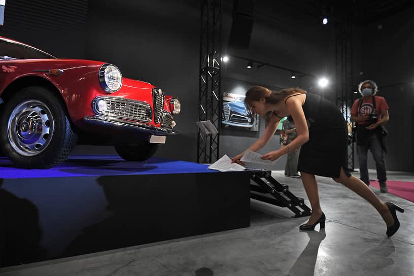 Alfa Romeo Giulietta Sprint 1954 года определила исходный код дизайна купе в годы экономического возрождения