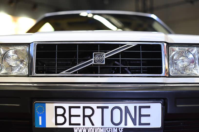 Стиль работы Bertone всегда был отмечен поиском идеального сочетания уникальных идей с новейшими технологиями. На фото — Volvo 262 C 1977 года