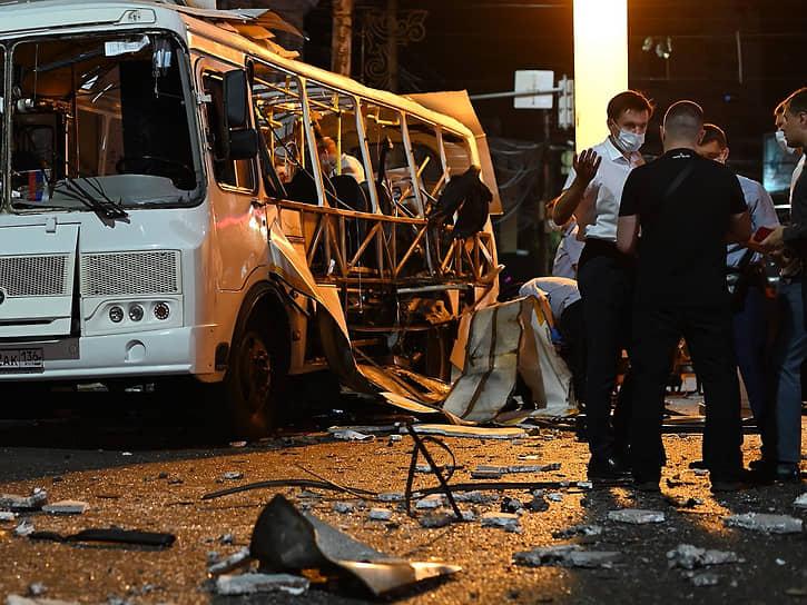 Взрыв в автобусе произошел вечером 12 августа во время посадки пассажиров на остановке