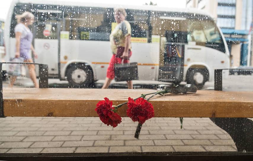 По предварительной информации, взрыв произошел в левой части автобуса в области бензобака