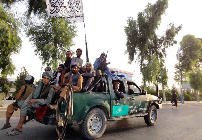 Также талибы заявили о захвате крупнейшей авиабазы Баграм, которую ранее США передали афганским военным