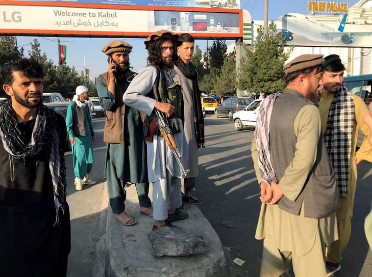 Представители радикального движения объявили об установлении контроля над всей территорией Афганистана