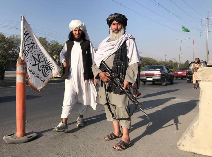 В тот же день президент Афганистана Ашраф Гани подал в отставку и покинул страну