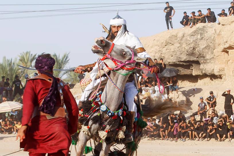 Эн-Наджаф, Ирак. Местные актеры воспроизводят сцену из битвы при Кербеле во время Дня Ашура