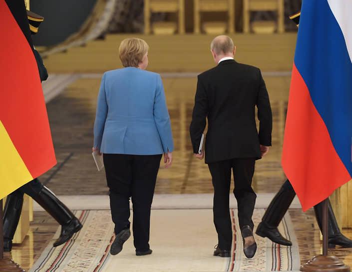 Москва. Канцлер ФРГ Ангела Меркель и президент России Владимир Путин после совместной пресс-конференции по итогам встречи