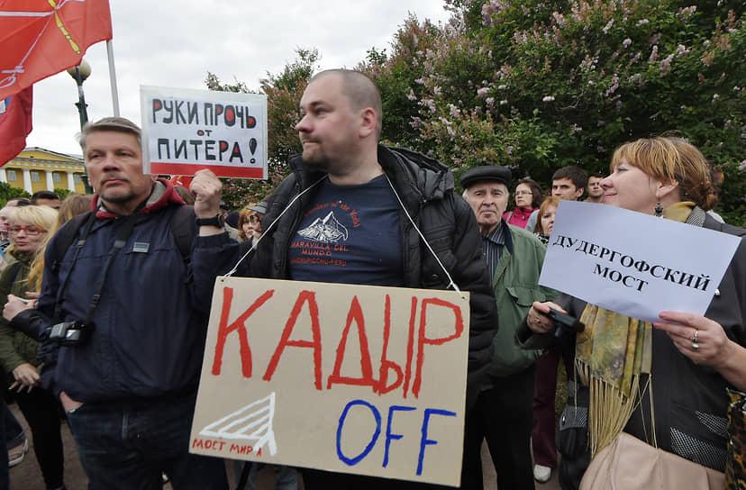 В 2019 году родное село президента Центорой было переименовано в Ахмат-Юрт. Также именем Ахмата Кадырова названы улицы в Москве, Чечне, Карачаево-Черкесии, Кабардино-Балкарии, Дагестане, Северной Осетии, Израиле, Боснии и Герцеговине, мост в Санкт-Петербурге
