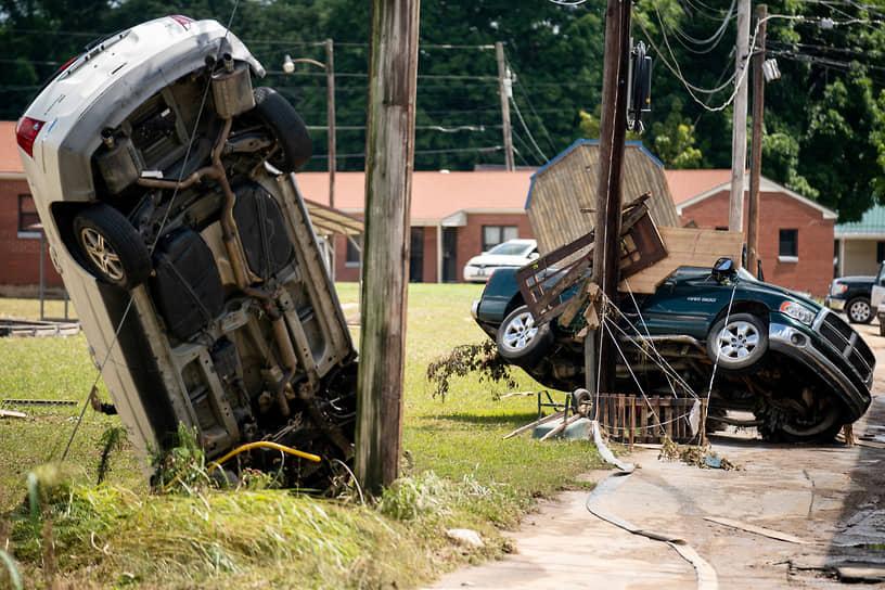 Уэверли, штат Теннесси, США. Последствия наводнения