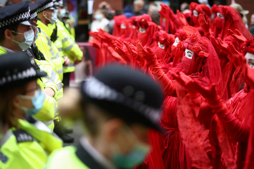 Лондон, Великобритания. Акция протеста экологических активистов