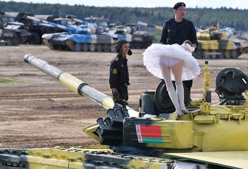 Московская область. Соревнования по танковому биатлону на полигоне Алабино в рамках Армейских международных игр