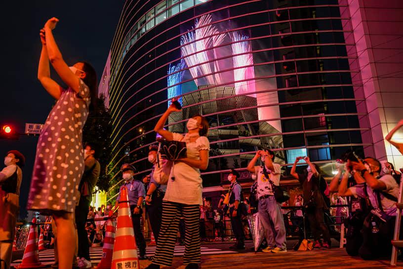 За несколько часов до открытия в Токио завершилась эстафета олимпийского огня