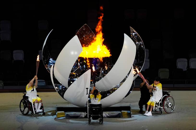 Огонь Игр зажгли японские паралимпийцы