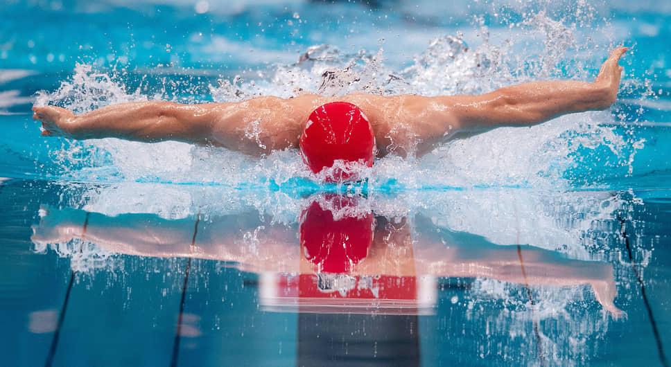 Токио, Япония. Пловец на Паралимпийских играх