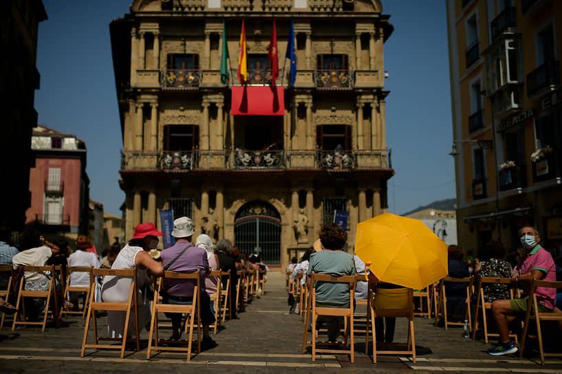 Памплона, Испания. Люди на Фестивале фламенко