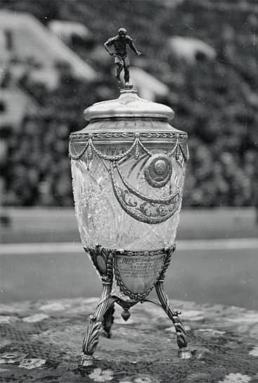 26 июля 1936 года состоялся дебют ЦДКА в розыгрышах Кубка СССР. Заметного успеха в первенстве страны команда ЦДКА добилась в 1938 году, став серебряным призером
