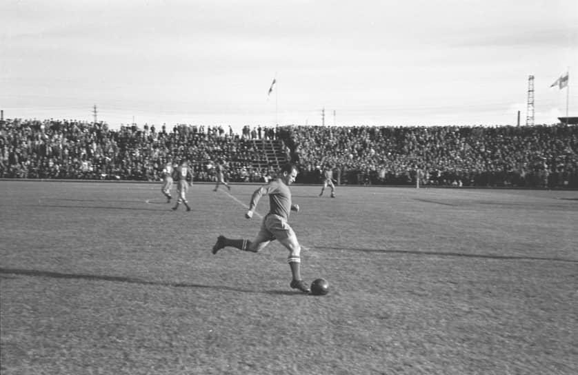 В 1951 году, выступая под новым названием ЦДСА (Центральный дом Советской армии), команда победила как в чемпионате, так и в Кубке СССР. В 1952-м сборная СССР по футболу, собранная на основе ЦДСА и возглавляемая армейским тренером Борисом Аркадьевым, впервые отправилась на Олимпиаду. Однако, проиграв сборной Югославии, команда покинула турнир. Неудачное выступление сборной вызвало жесткую реакцию со стороны руководства страны. В 1952 году команда ЦДСА была снята с первенства СССР и расформирована, а ее игроки распределены по другим клубам