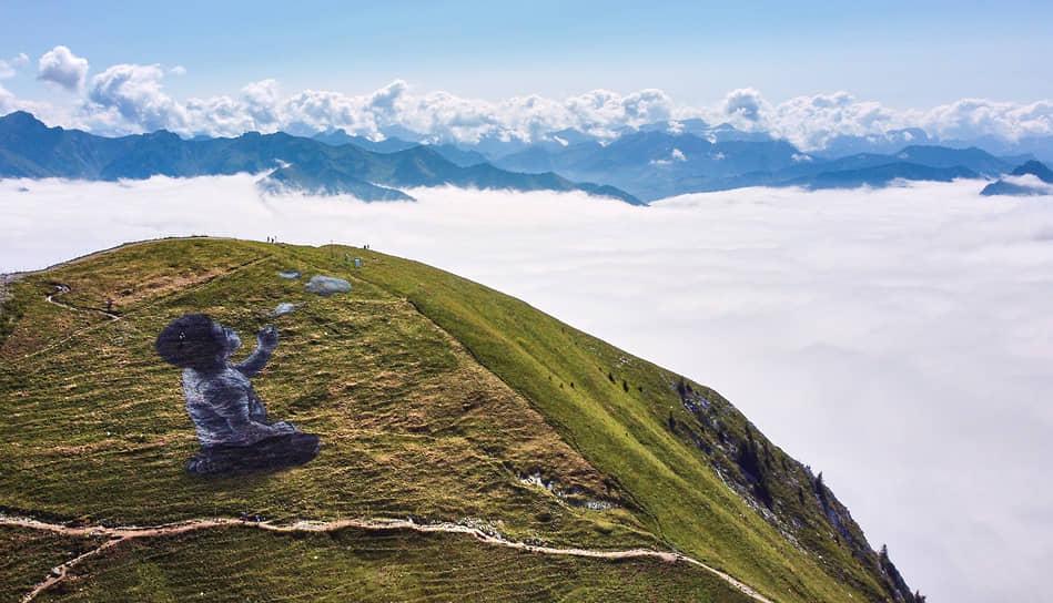Грюйер, Швейцария. Картина на траве франко-швейцарского художника Сайпе (Гийом Легро)