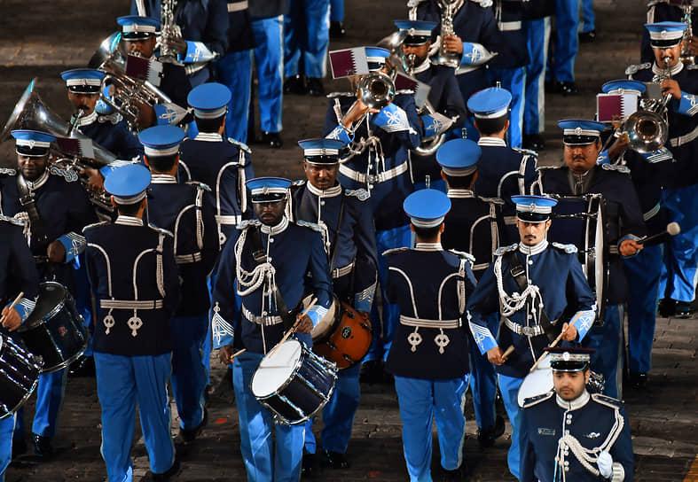 Выступление музыкантов оркестра полиции Катара