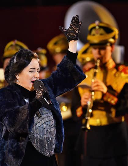 Специальным гостем открытия фестиваля стала народная артистка России Тамара Гвердцители, которая исполнила песню Булата Окуджавы «Молитва»