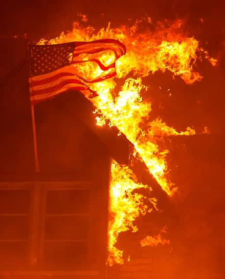 Филлипс, США. Пожар в штате Калифорния