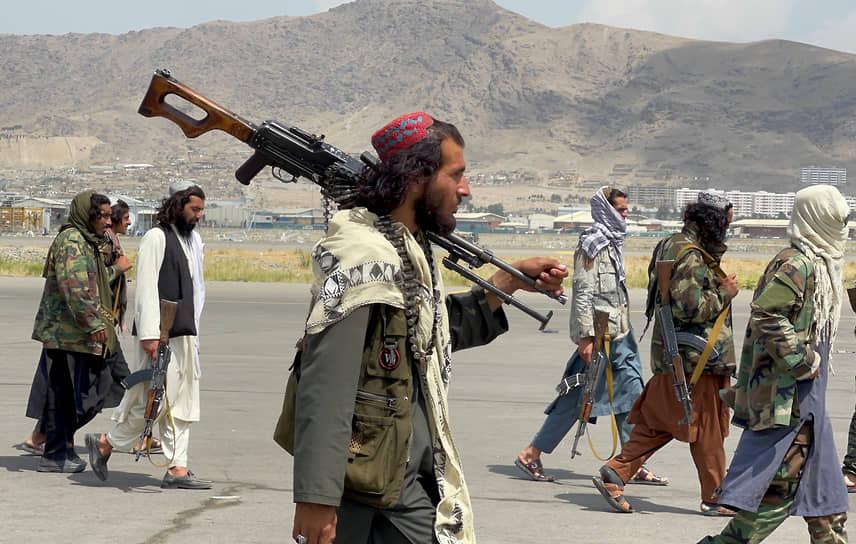 Патруль талибов в аэропорту Кабула