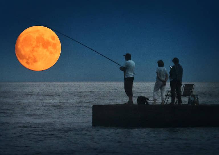 Ялта. Вечерняя рыбалка
