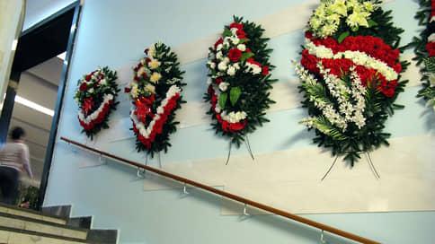 Правоохранителей вписали в похоронный бизнес // Полицейский и его бывшие коллеги задержаны по подозрению во взяточничестве