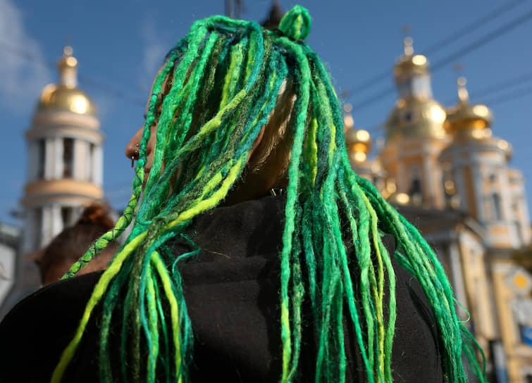 Санкт-Петербург. Девушка с дредами