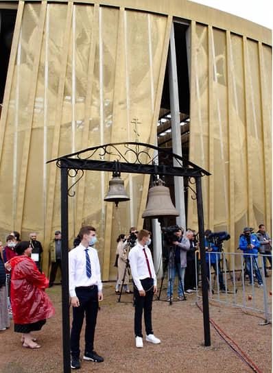 Траурные мероприятия, посвященные 17-й годовщине захвата школы №1 в Беслане
