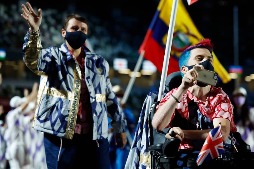 На церемонии закрытия Игр в параде атлетов приняли участие знаменосцы 162 команд