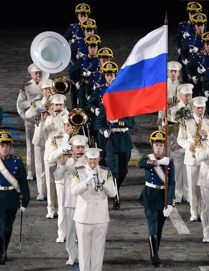 Военнослужащие роты специального караула Президентского полка и президентский оркестр службы коменданта Московского Кремля ФСО России
