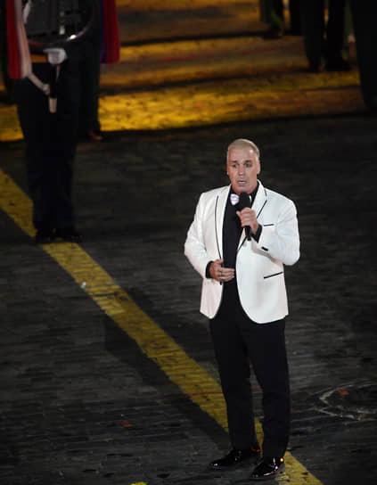 Лидер немецкой группы Rammstein Тилль Линдеманн во время выступления