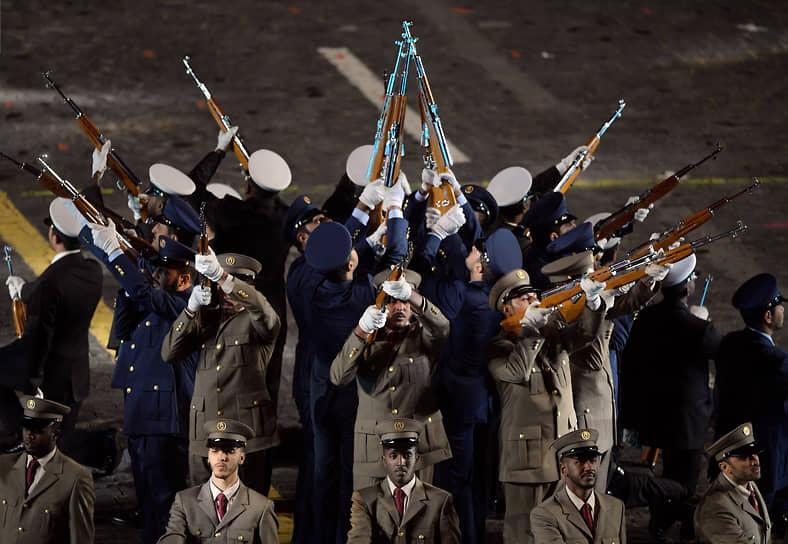 Оркестр полиции Катара во время выступления на фестивале